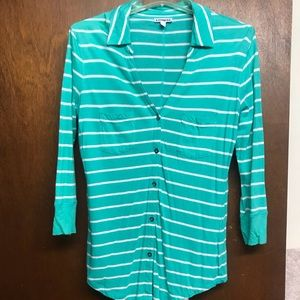 EXPRESS GREEN AND WHITE BUTTON UP SHIRT